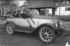 Sõiduauto reisijatega. 1920ndad