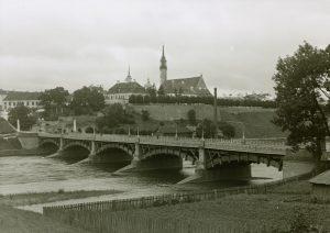 Vaade sillale üle Narva jõe