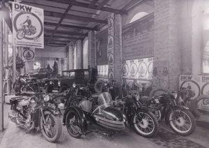 Autode ja mootorrataste näitus Tallinnas